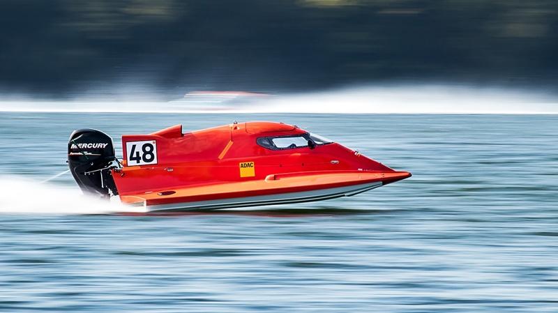スピード感のあるモーターボート