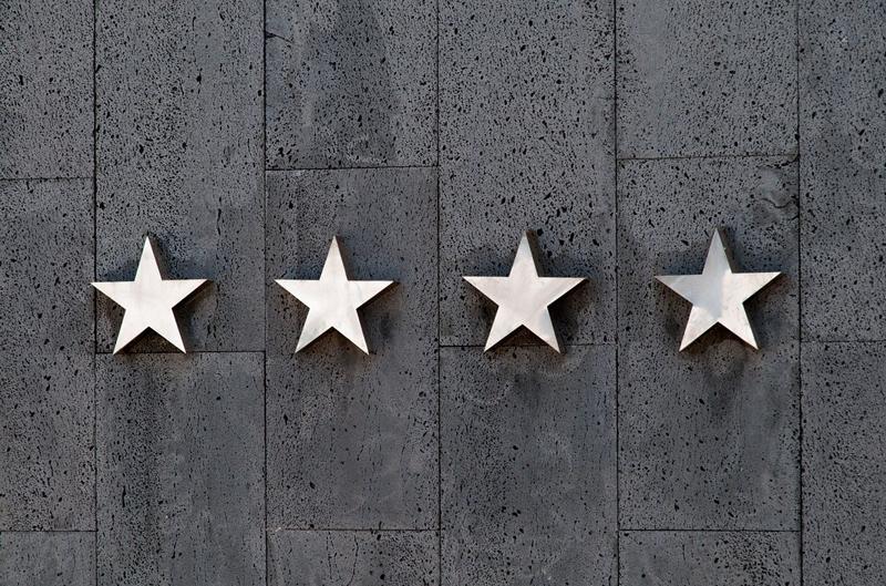高い評価を示す4つの星